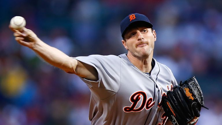 Max Scherzer #37 of the Detroit Tigers pitches in the first inning