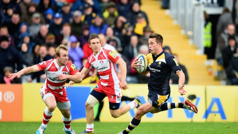 Alex Grove on the attack for Worcester Warriors