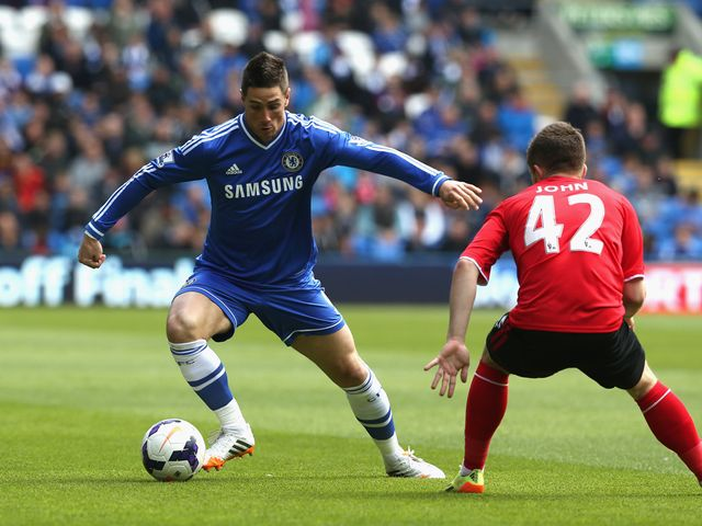 Fernando Torres tries to find space