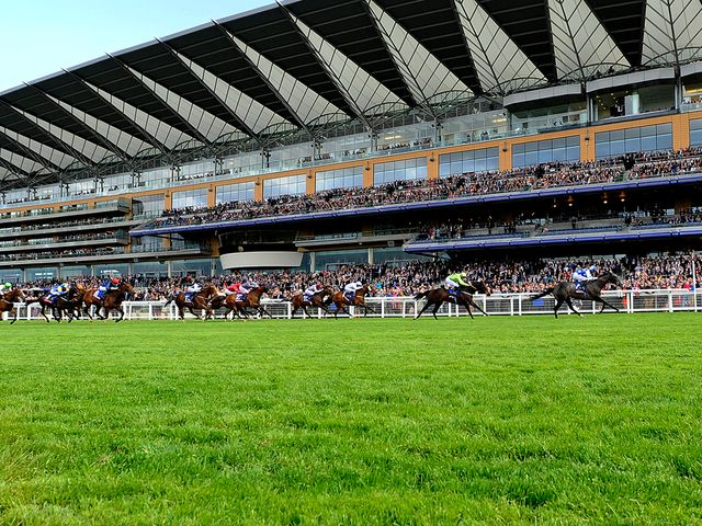 Gabriel's Lad cruises home at Ascot
