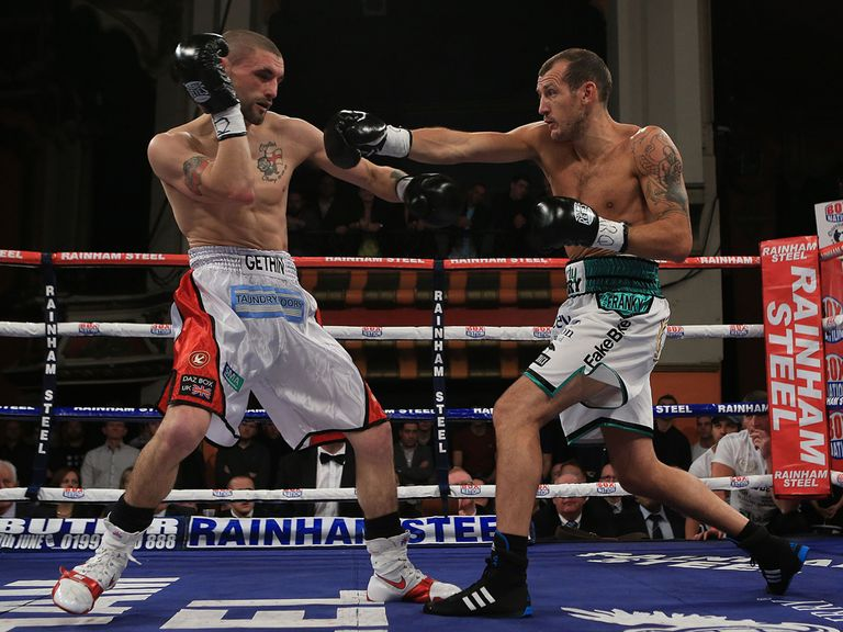 Mathews (r) beat Gethin on a split decision