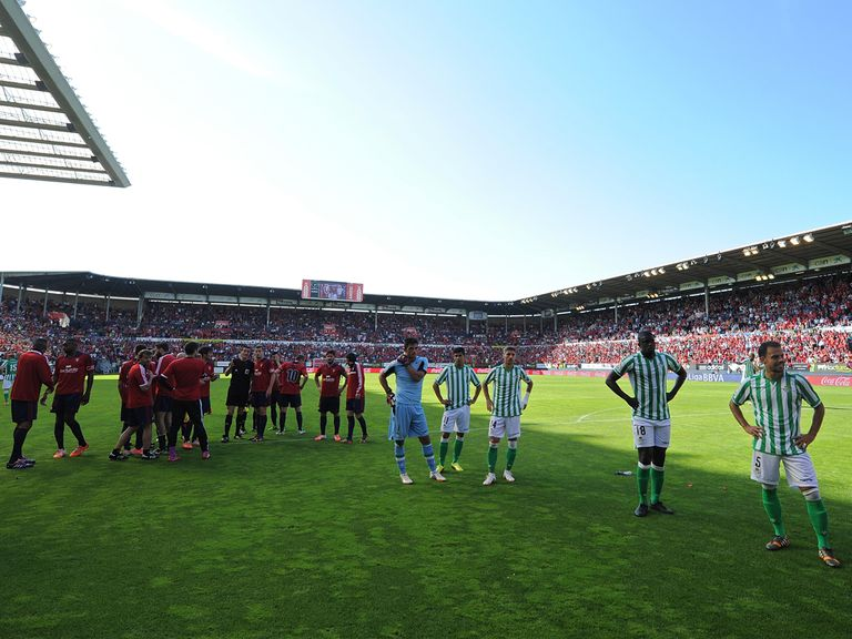 The game at Osasuna was suspended due to a collapsed barrier, before resuming