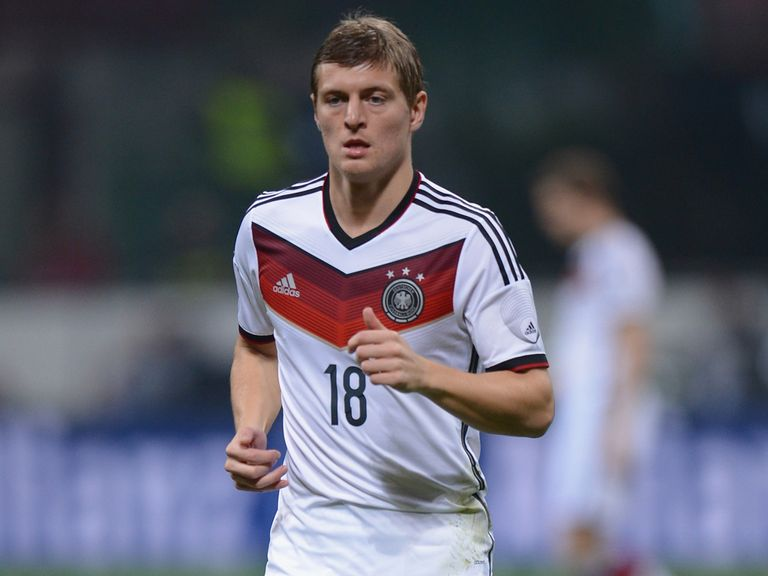 Toni Kroos: Yet to sign new Bayern Munich contract