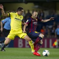 Villarreal's midfielder Bruno Soriano Llido (L) vies with Barcelona's midfielder Andres Iniesta during the Spanish league football match Villarreal CF vs B