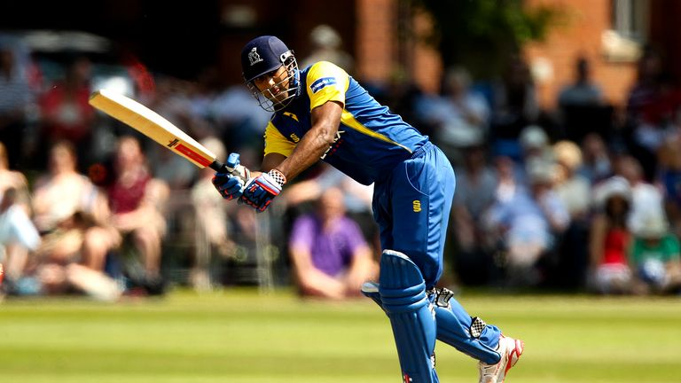 Varun Chopra: Helped Warwickshire secure an eight-wicket victory