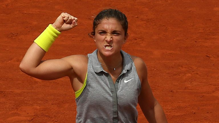 Sara Errani: Swift progress into last eight