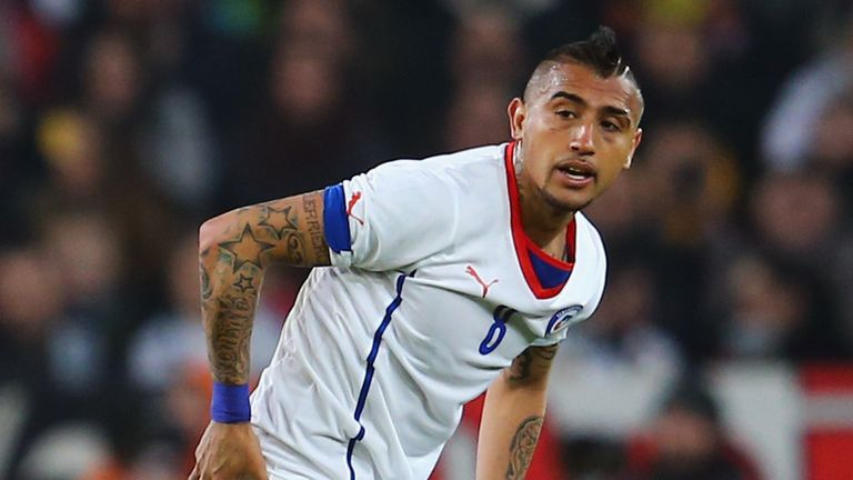 Arturo Vidal: Juventus expect Chile midfielder to stay