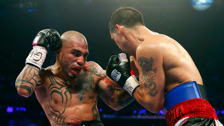 Miguel Cotto battles Sergio Martinez in New York