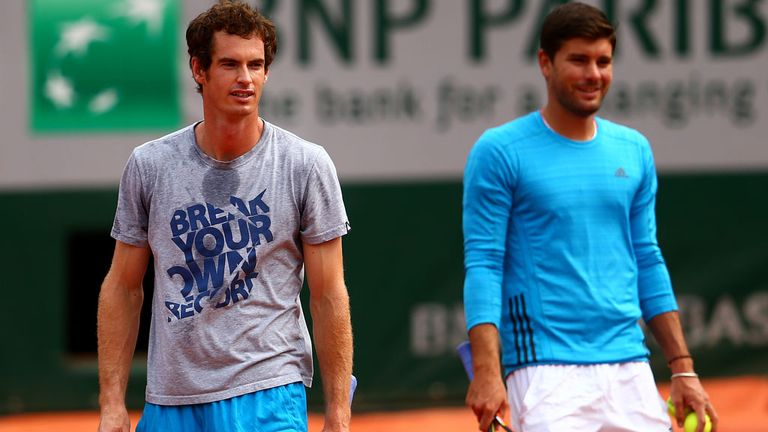 Andy Murray and Dani Vallverdu during a practice session at Roland Garros