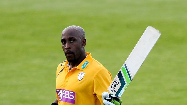 Michael Carberry: Committed to Hampshire until the end of the 2017 season