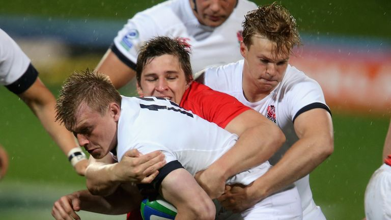 Nick Tompkins is tackled by Lautaro Bavaro