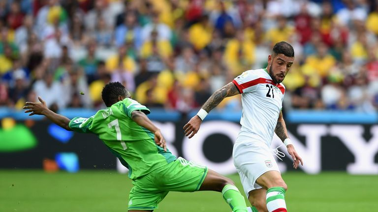 Ashkan Dejagah gets away from Ahmed Musa