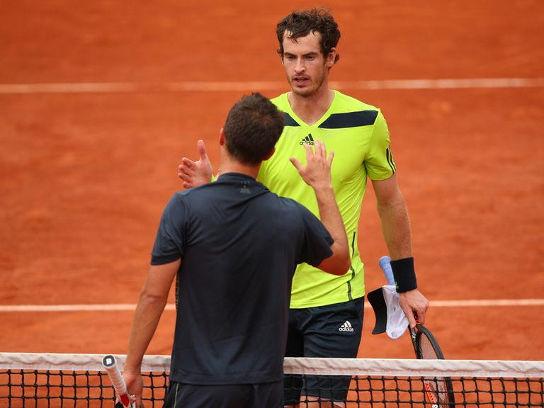 Andy Murray shakes hands with Philipp Kohlschreiber