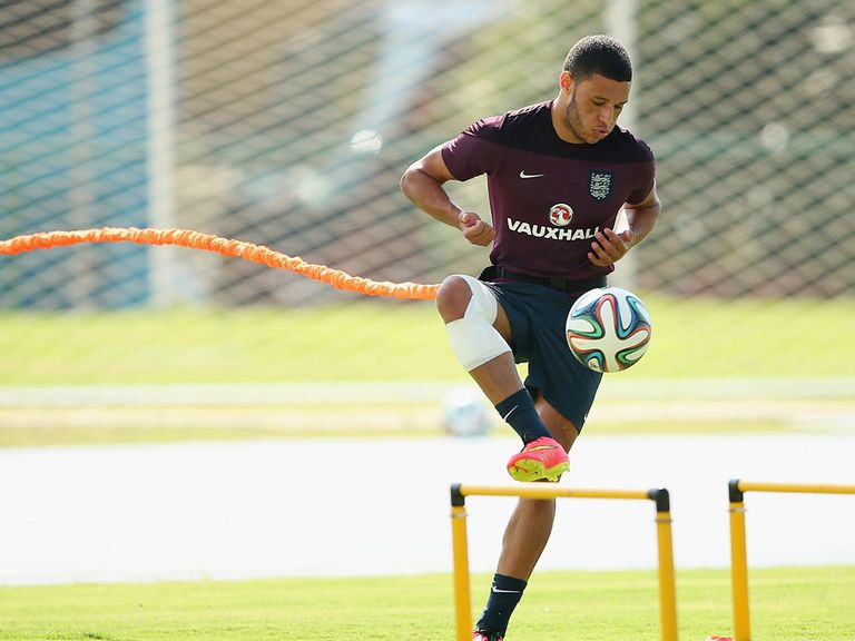 Alex Oxlade-Chamberlain of England trains in heavy strapping