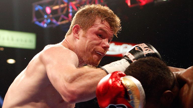 Saul Alvarez lands a right to the head of Erislandy Lara