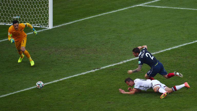 Klose: Penalty appeals waved away