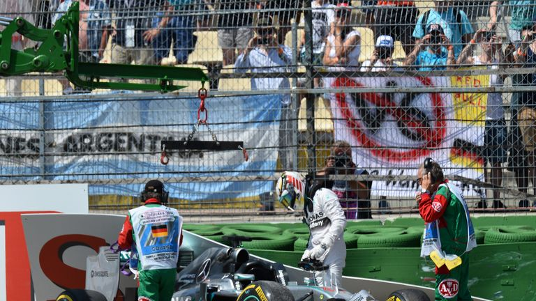 Lewis Hamilton crashes out of qualifying