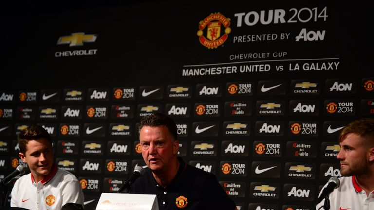 Van Gaal: With Shaw and Herrera at press conference
