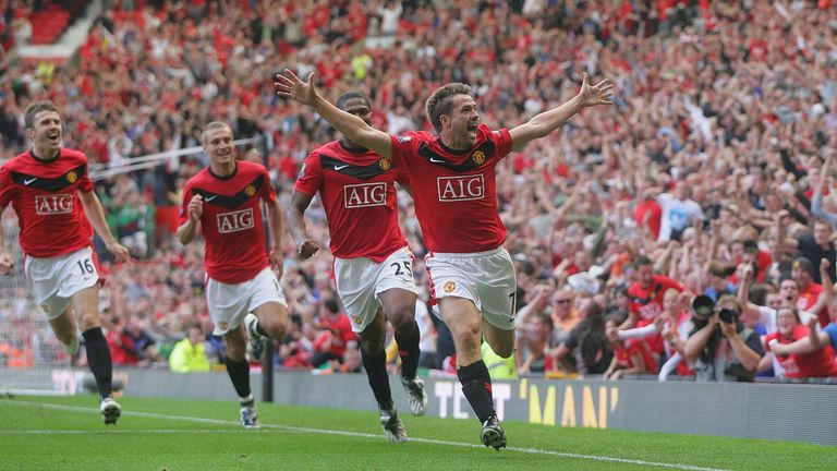 Michael Owen scored a stoppage-time winner for United in 2009