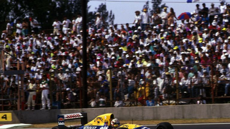 Nigel Mansell on his way to victory in the 1992 Mexican GP