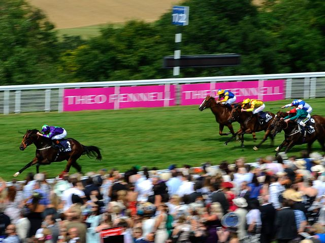 Ivawood streaks clear under Richard Hughes to win in fine style