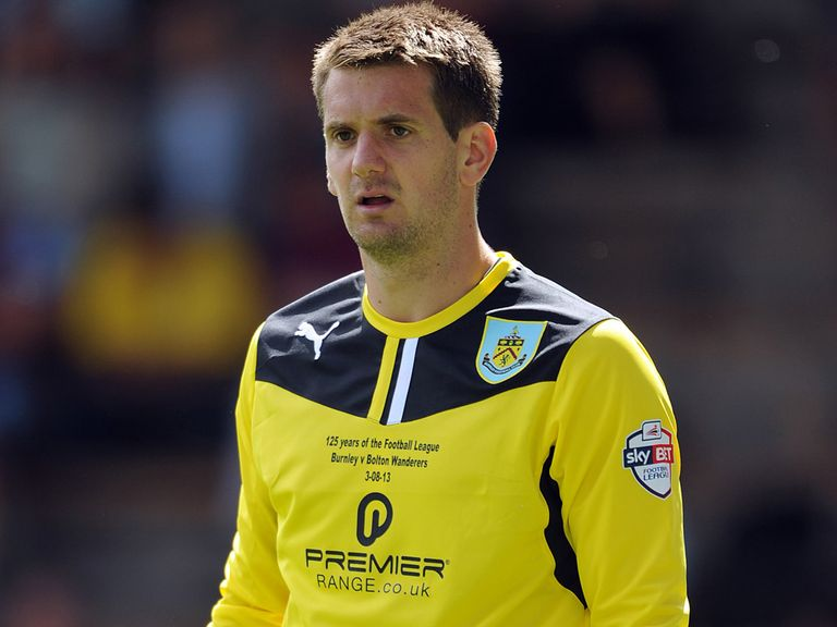 Tom Heaton: Extends Burnley deal