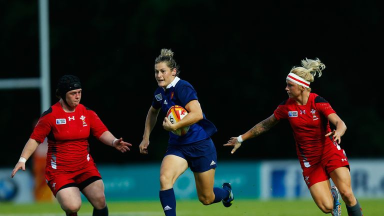 Caroline Ladagnous (c) breaks through the Wales defence