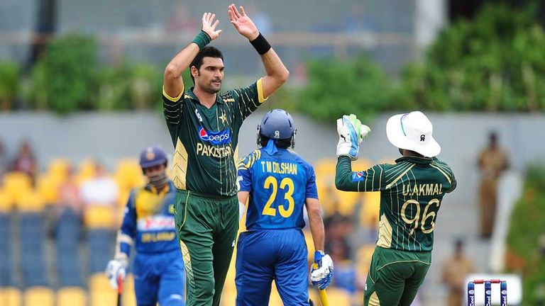 Mohammad Irfan celebrates wicket of Tillekeratne Dilshan during first ODI between Pakistan and Sri Lanka