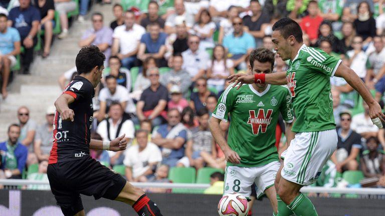 Mevlut Erding vies for the ball with Philipp Hosiner