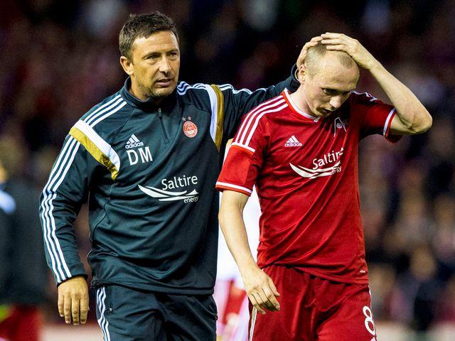 Aberdeen manager Derek McInnes (l) consoles Willo Flood