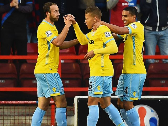 Dwight Gayle (C) of Crystal Palace celebrates