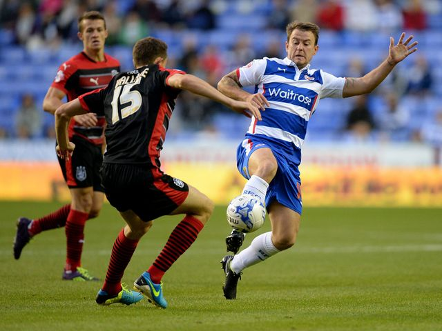 Huddersfield Town's Murray Wallace and Reading's Simon Cox battle for the ball