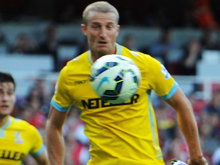Hangeland: Wants to extend his club career