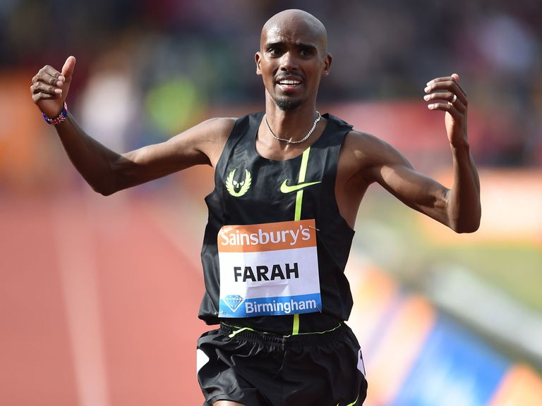 Mo Farah sets a new British two-mile record in Birmingham