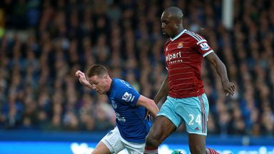West Ham striker Carlton Cole (R)