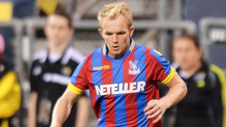 Forgotten Crystal Palace midfielder Jonny Williams signs new contract