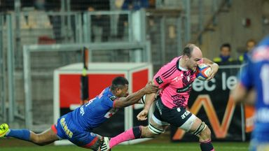 Antoine Burban on route to his try against Grenoble.