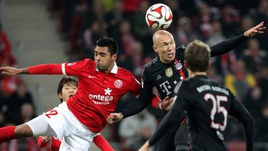 Gonzalo Jara (l) and Arjen Robben vie for the ball