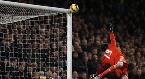 Premier League photo gallery: Arsenal v Southampton, Chelsea v Tottenham, Sunderland v Manchester City, Everton v Hull