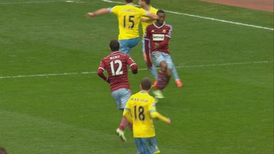Mile Jedinak: Was involved in 'elbowing' incident with Diafra Sakho