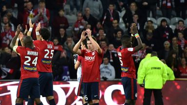 Lille's players applaud after victory against Lyon