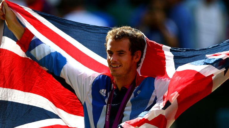 Murray shows off his gold medal at London 2012