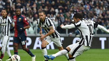 Juventus striker Carlos Tevez misses a penalty against Genoa