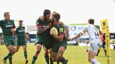 Sebastian de Chaves: Congratulates Geoff Parling after his second-half try