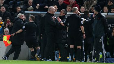 Hull manager Steve Bruce and Sunderland manager Gus Poyet exchange views at the KC Stadium