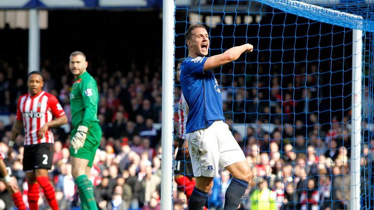 Everton's Phil Jagielka celebrates his fifth goal of the season