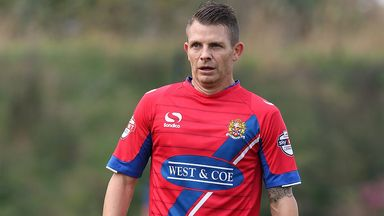 Jamie Cureton: Extends Dagenham stay