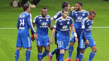 Lyon went back to the top Ligue 1 with victory at Reims