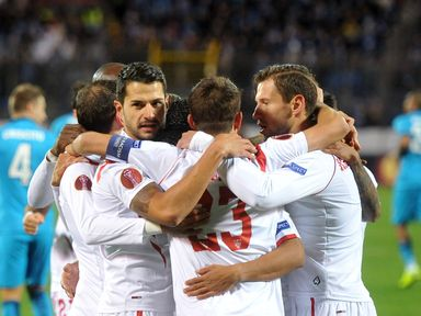 Holders Sevilla booked their ticket to the last four of the Europa League
