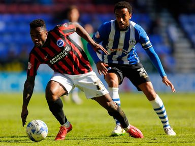 Kazenga LuaLua holds off James Perch